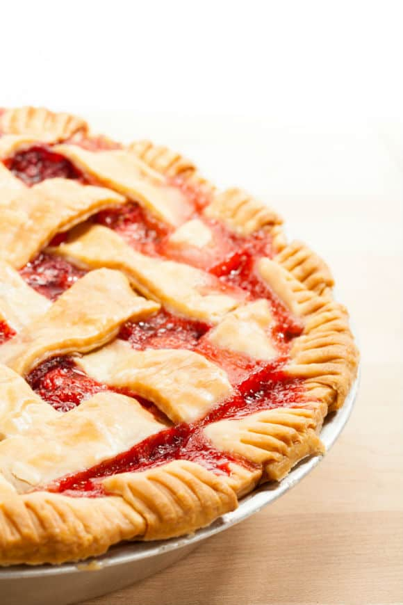 easy strawberry rhubarb pie side view