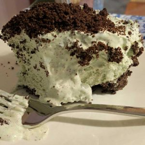 Super Easy No Bake Grasshopper Pie - a 60's treat