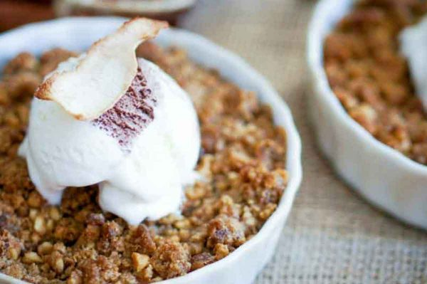 Mom's Delicious Apple Crisp – So Easy!
