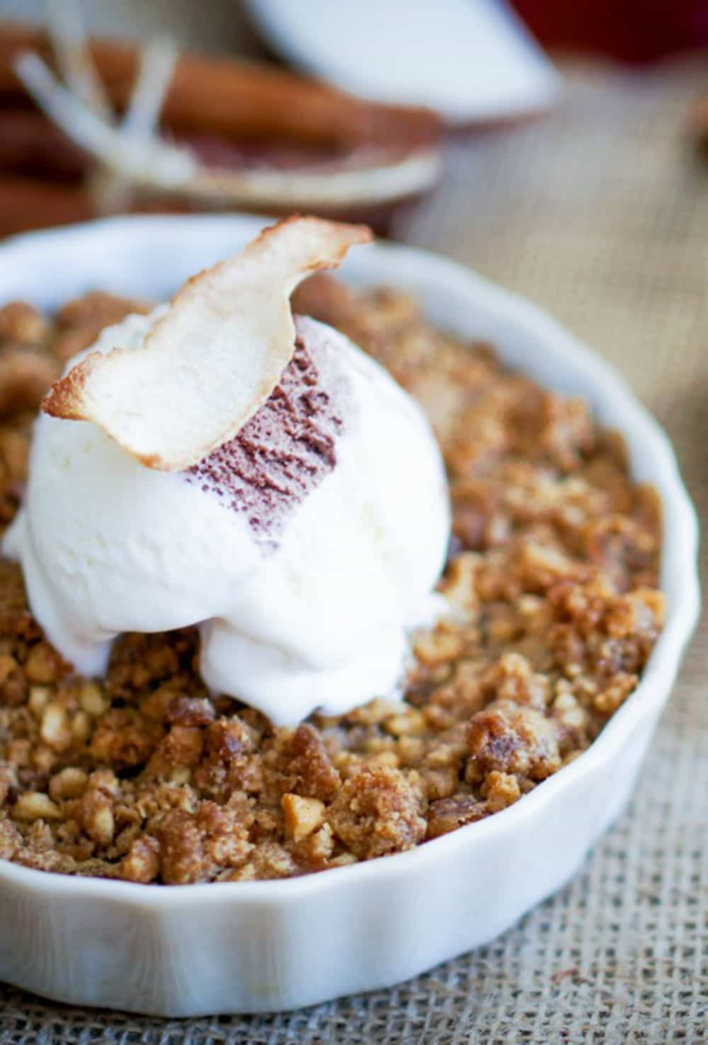 Mom's Delicious Apple Crisp – So Easy!