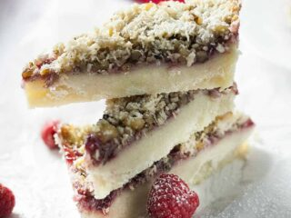 Sweet and crunchy, the raspberry filling in these Raspberry Pie Dream Bars gives a burst of red raspberry sweetness in every bite.