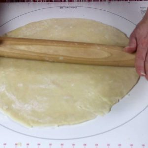 rolling pin and pie crust, perfect flaky pie crust