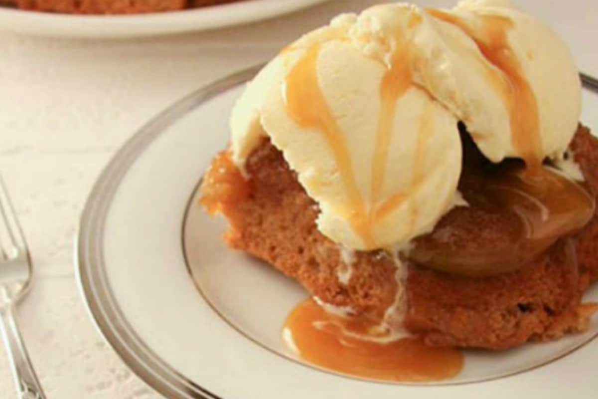 Deliciously Easy Upside Down Apple Cake Recipe
