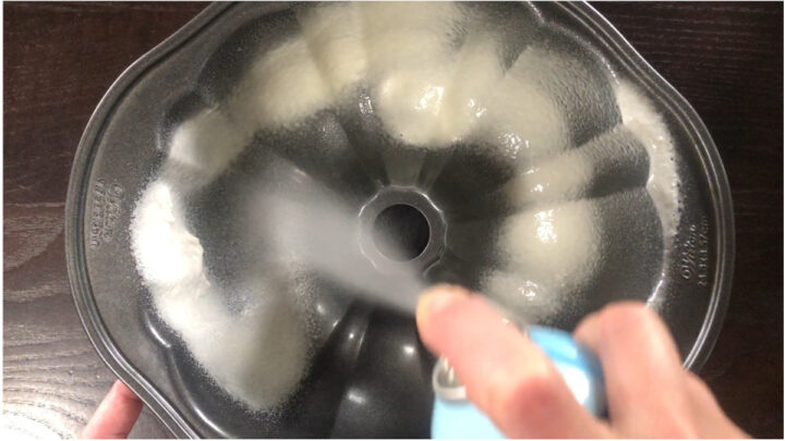 pam baking spray has flour in it