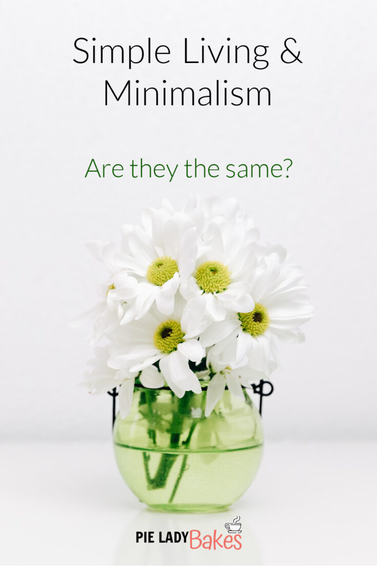 white daisies in clear glass jar text says simple living and minimalism are they the same?